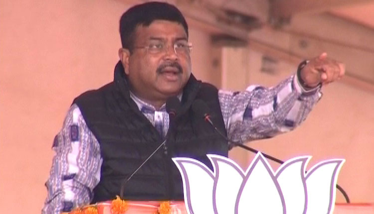 Dharmendra Pradhan promises a lot for just one rupee
