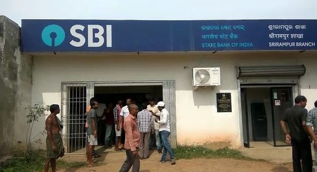 Miscreants disguised as students loot Rs 40 lakh from bank